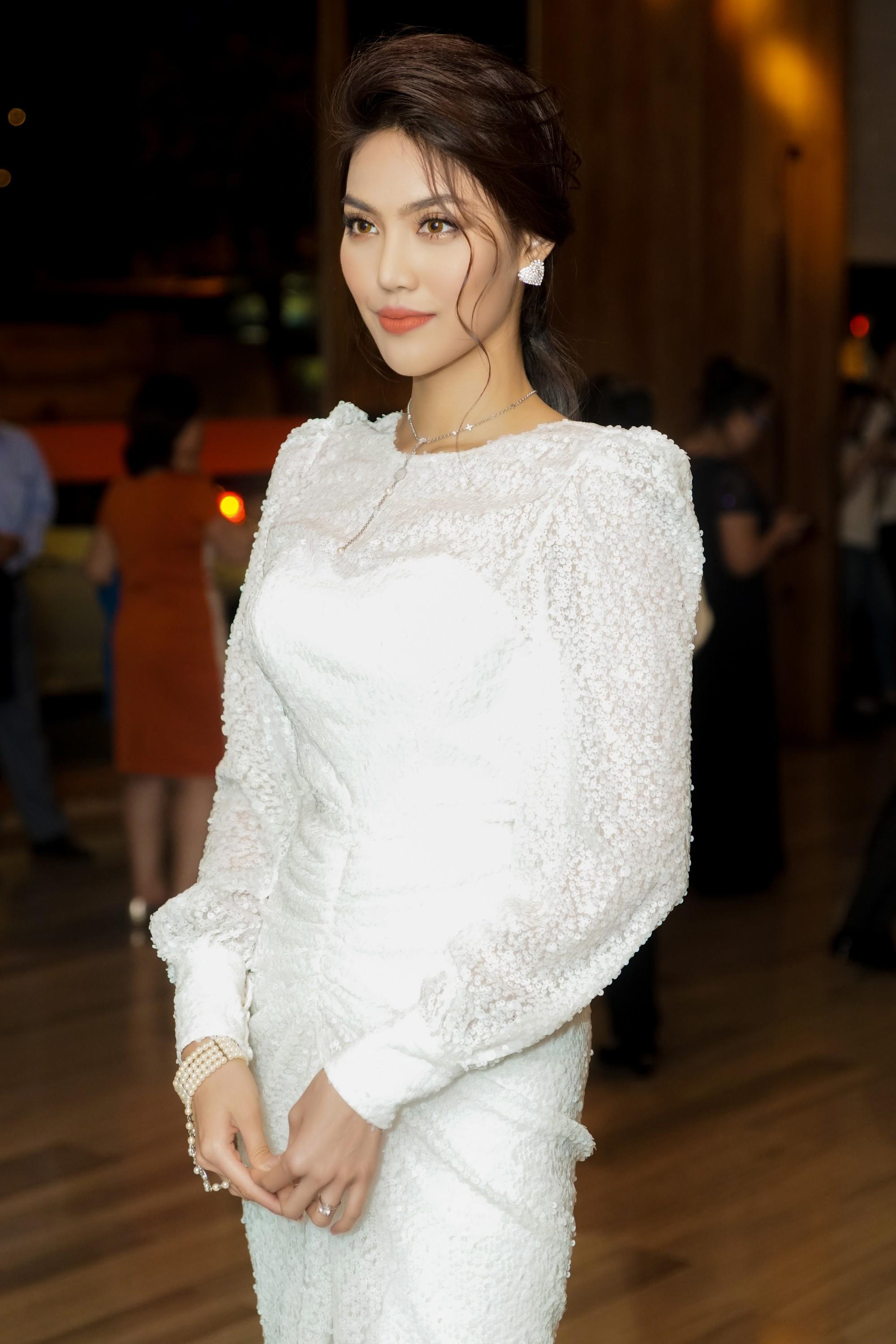 Hương Giang quyến rũ với váy xuyên thấu bó sát, Lan Khuê diện váy trắng tinh khôi như cô dâu tại sự kiện - Ảnh 9.