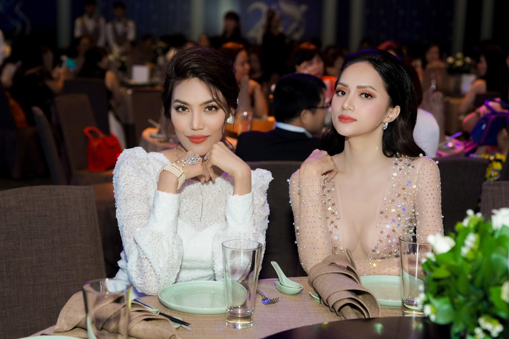 Hương Giang quyến rũ với váy xuyên thấu bó sát, Lan Khuê diện váy trắng tinh khôi như cô dâu tại sự kiện - Ảnh 11.