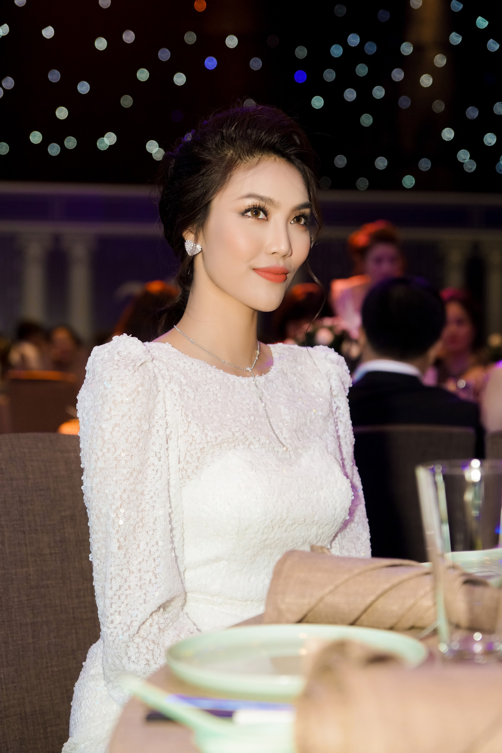 Hương Giang quyến rũ với váy xuyên thấu bó sát, Lan Khuê diện váy trắng tinh khôi như cô dâu tại sự kiện - Ảnh 10.