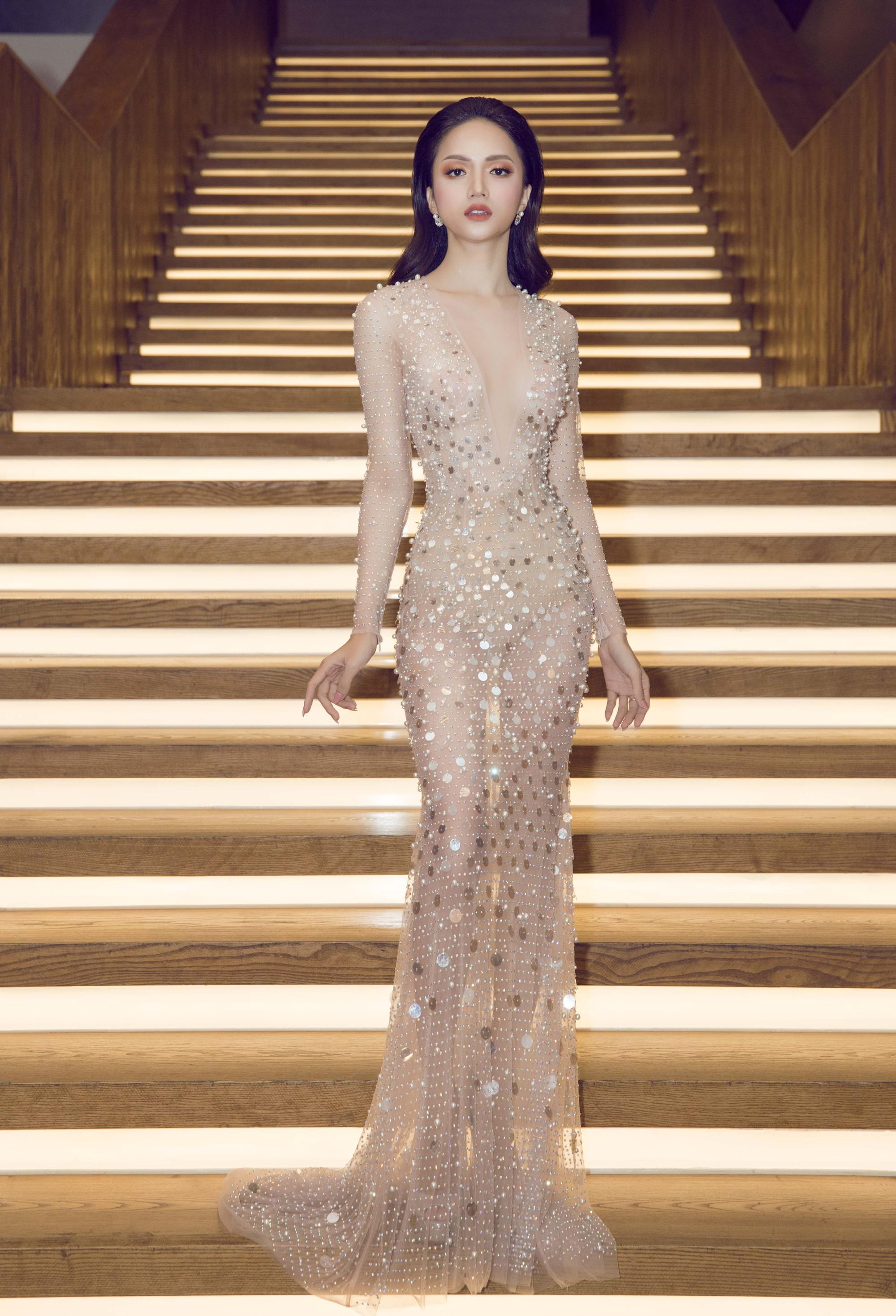 Hương Giang quyến rũ với váy xuyên thấu bó sát, Lan Khuê diện váy trắng tinh khôi như cô dâu tại sự kiện - Ảnh 1.