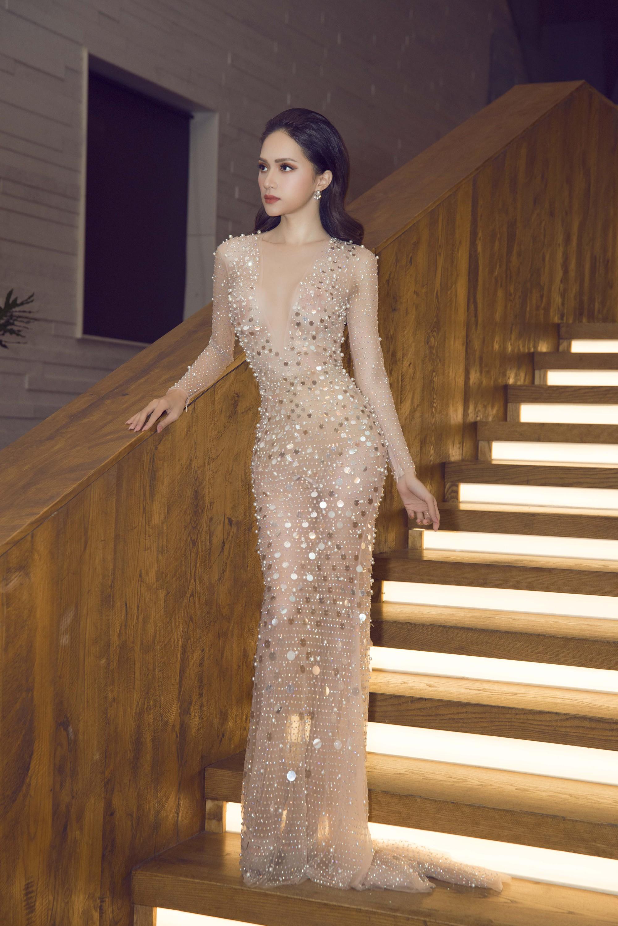Hương Giang quyến rũ với váy xuyên thấu bó sát, Lan Khuê diện váy trắng tinh khôi như cô dâu tại sự kiện - Ảnh 2.