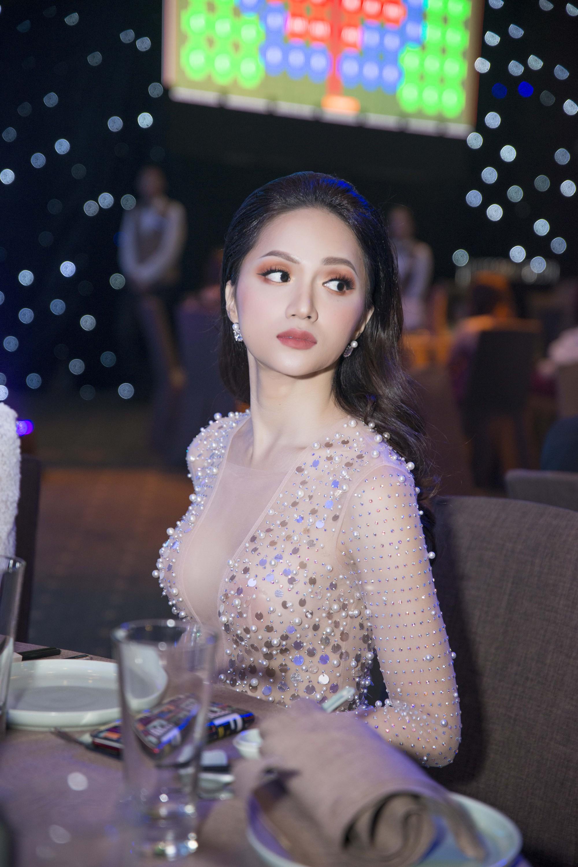 Hương Giang quyến rũ với váy xuyên thấu bó sát, Lan Khuê diện váy trắng tinh khôi như cô dâu tại sự kiện - Ảnh 5.