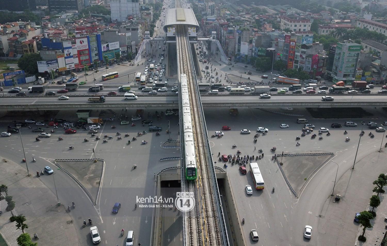 Clip: Hành trình 15 phút đoàn tàu đường sắt trên cao lao vun vút từ ga Cát Linh tới Yên Nghĩa - Ảnh 18.