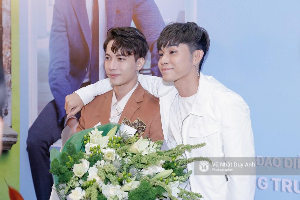 Jun Phạm cũng đến chúc mừng S.T đã có vai chính đầu tiên sau vài lần đóng vai phụ trước đó