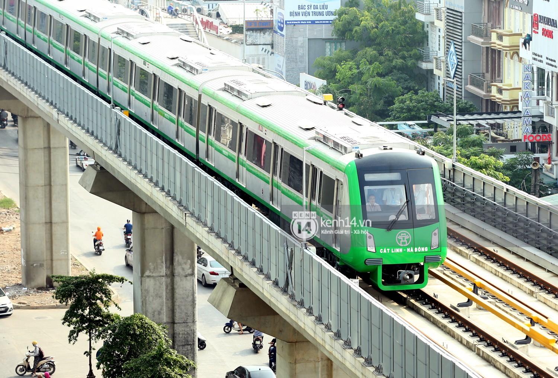Clip: Hành trình 15 phút đoàn tàu đường sắt trên cao lao vun vút từ ga Cát Linh tới Yên Nghĩa - Ảnh 4.