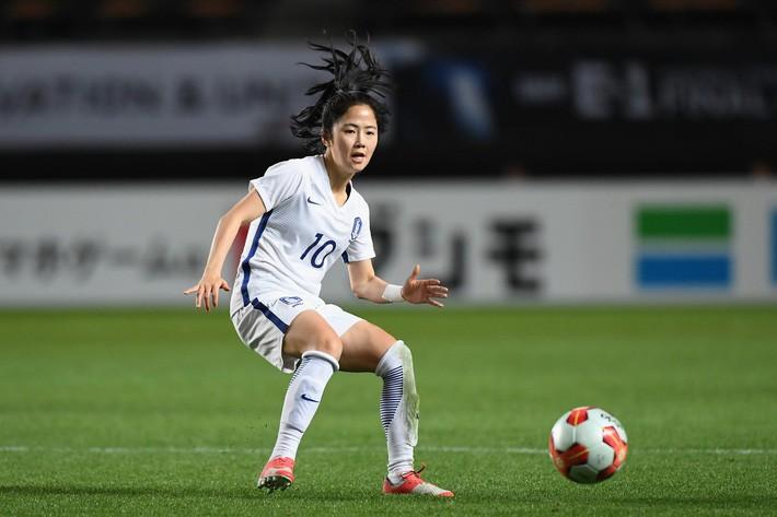 Nhan sắc xinh đẹp của nữ tiền vệ Hàn Quốc dự ASIAD 2018 - Ảnh 1.