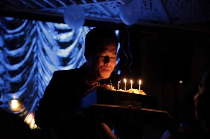 Quang Dũng hạnh phúc đón sinh nhật tròn 43 bên mẹ và bạn bè thân thiết - Ảnh 11.