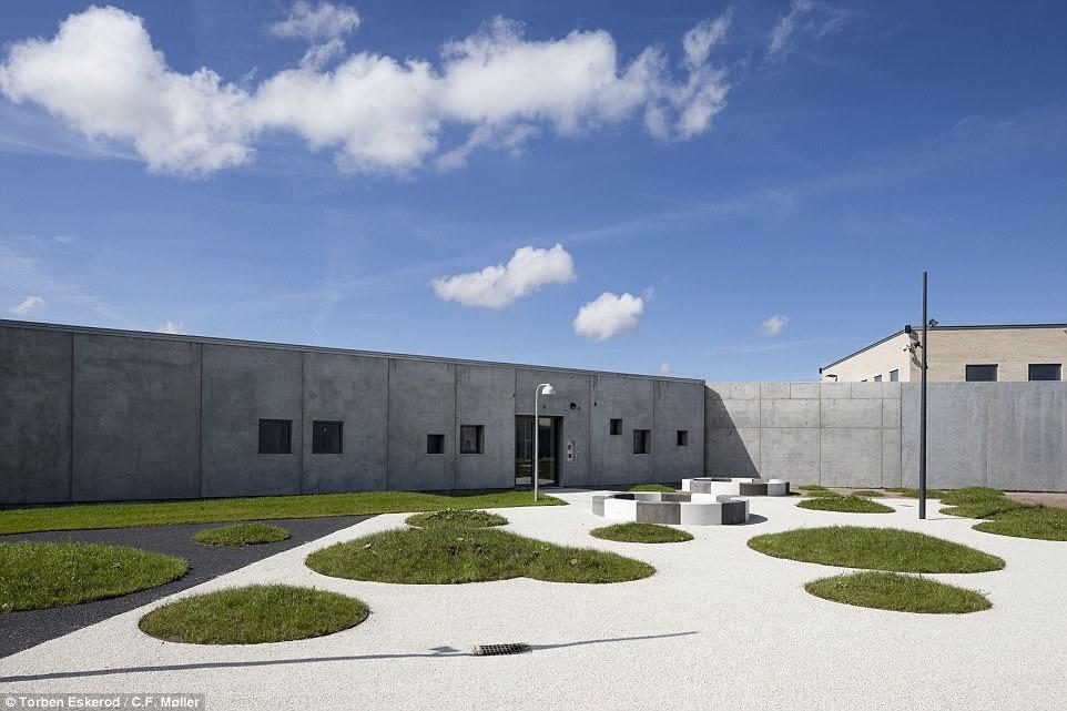 Nhà tù nhân đạo nhất thế giới ở Đan Mạch: Khuôn viên như khách sạn 5 sao, tù nhân thoải mái sinh hoạt và giải trí như ở nhà - Ảnh 2.