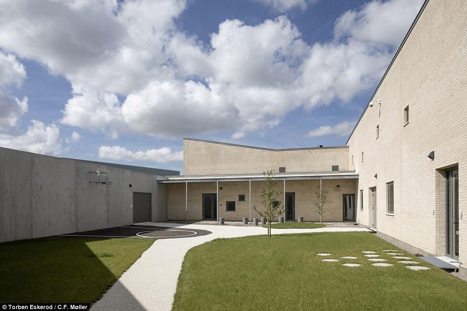 Nhà tù nhân đạo nhất thế giới ở Đan Mạch: Khuôn viên như khách sạn 5 sao, tù nhân thoải mái sinh hoạt và giải trí như ở nhà - Ảnh 10.