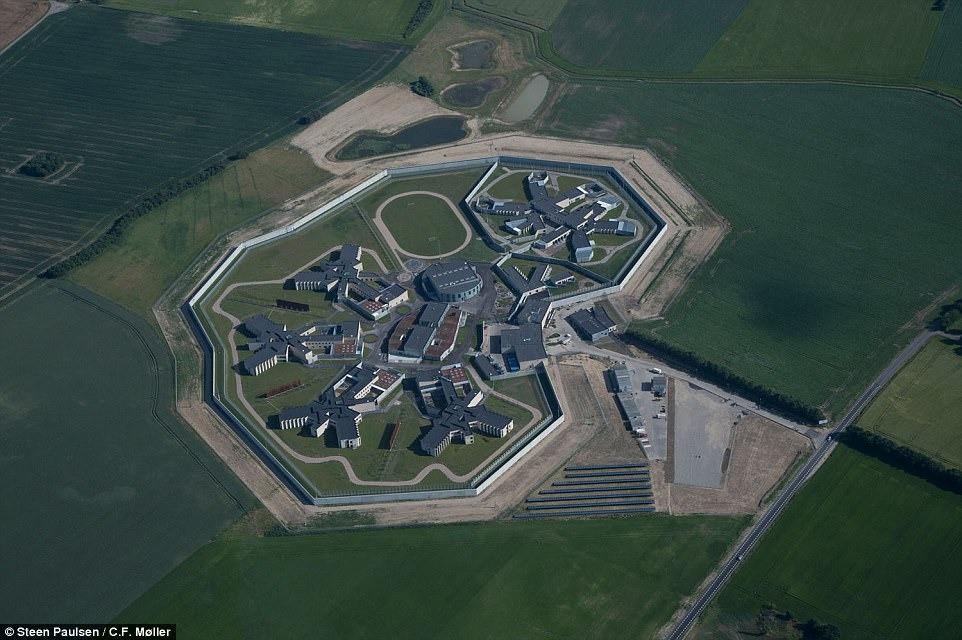Nhà tù nhân đạo nhất thế giới ở Đan Mạch: Khuôn viên như khách sạn 5 sao, tù nhân thoải mái sinh hoạt và giải trí như ở nhà - Ảnh 14.