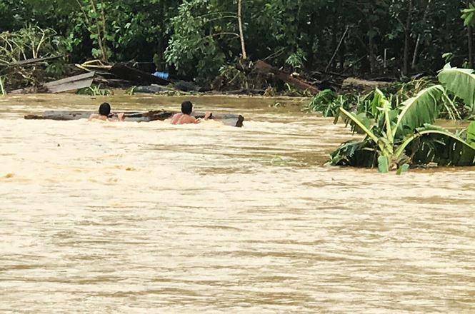 Hàng trăm người dân vùng biên ở Kon Tum bị cô lập do mưa lũ - Ảnh 4.