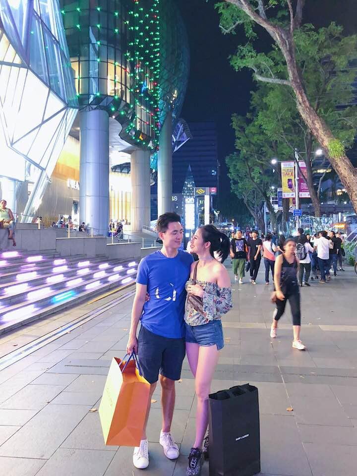 Xari Nguyễn - vợ hai Đăng Nguyên khoe ảnh đi chơi ở Singapore, úp mở chuyện có bầu lần 2 - Ảnh 4.