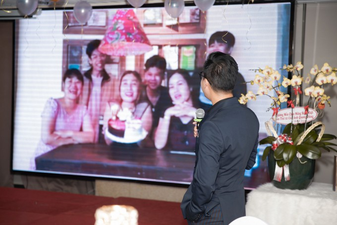 Quang Dũng hạnh phúc đón sinh nhật tròn 43 bên mẹ và bạn bè thân thiết - Ảnh 4.
