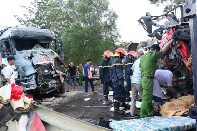 Hà Tĩnh: Xe container đấu đầu nổ lớn, 2 tài xế tử vong trong cabin - Ảnh 2.
