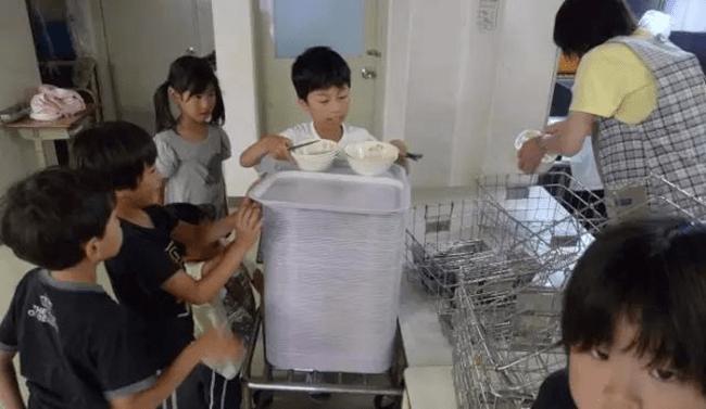 Chỉ một bữa trưa của học sinh tiểu học đã cho thấy người Nhật bỏ xa thế giới ở lĩnh vực trồng người như thế nào - Ảnh 20.