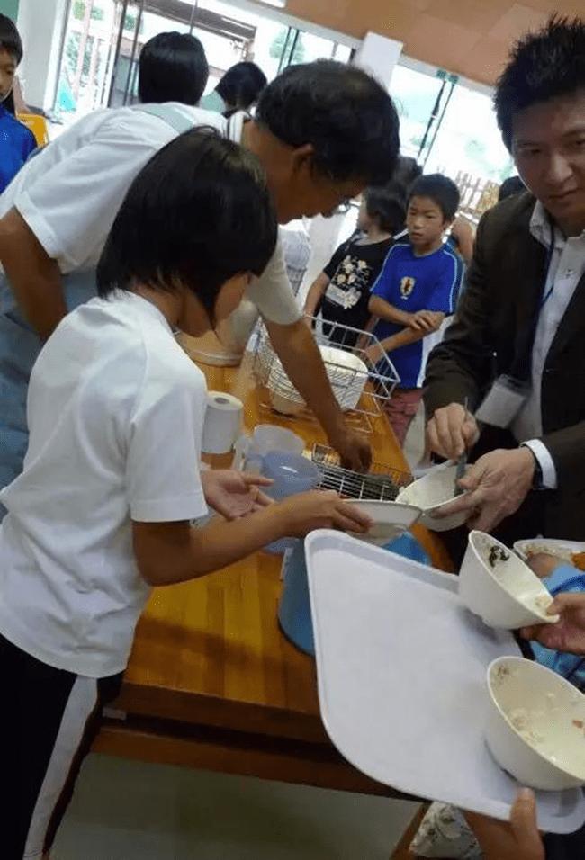 Chỉ một bữa trưa của học sinh tiểu học đã cho thấy người Nhật bỏ xa thế giới ở lĩnh vực trồng người như thế nào - Ảnh 21.