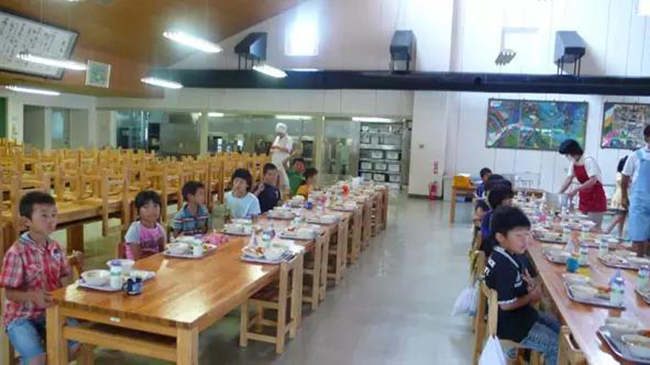 Chỉ một bữa trưa của học sinh tiểu học đã cho thấy người Nhật bỏ xa thế giới ở lĩnh vực trồng người như thế nào - Ảnh 5.