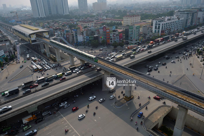 Clip: Hành trình 15 phút đoàn tàu đường sắt trên cao lao vun vút từ ga Cát Linh tới Yên Nghĩa - Ảnh 19.