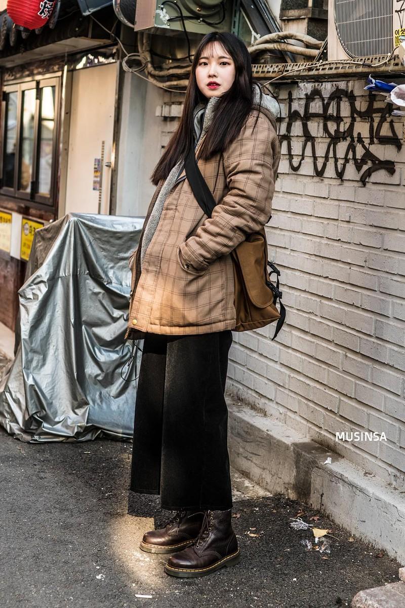 Giới trẻ Hàn chứng minh có nhồi nhiều quần áo đến mấy, chỉ cần biết cách thì outfit vẫn đẹp ngất như thường - Ảnh 12.