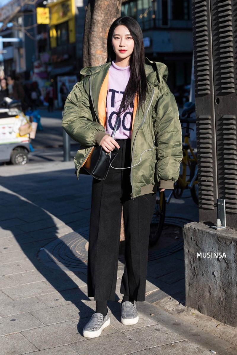 Học theo street style hay ho của giới trẻ Hàn, bạn sẽ chẳng lo bị chê ăn vận nhàm chán nữa - Ảnh 9.