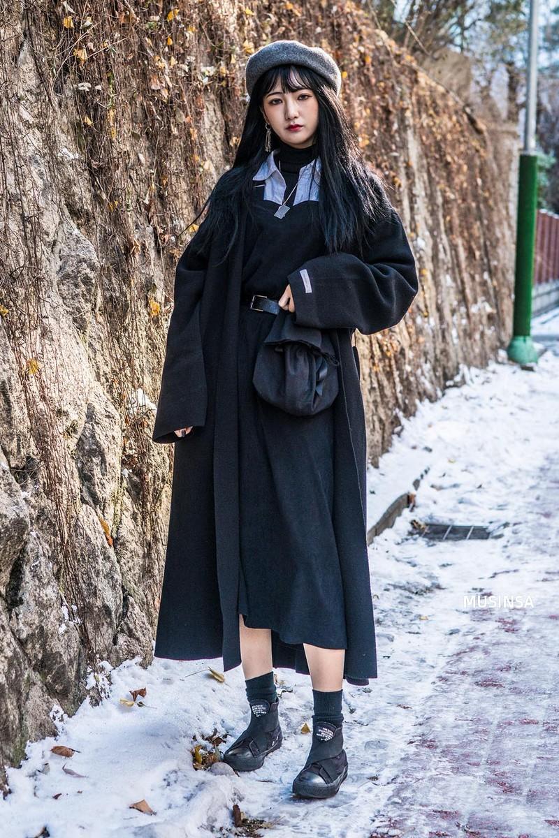 Học theo street style hay ho của giới trẻ Hàn, bạn sẽ chẳng lo bị chê ăn vận nhàm chán nữa - Ảnh 12.