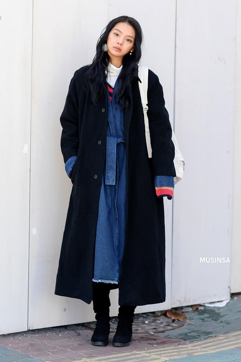 Học theo street style hay ho của giới trẻ Hàn, bạn sẽ chẳng lo bị chê ăn vận nhàm chán nữa - Ảnh 3.