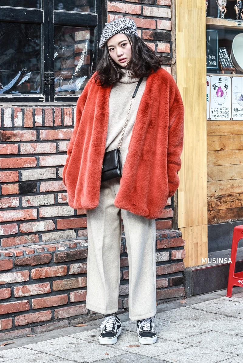 Học theo street style hay ho của giới trẻ Hàn, bạn sẽ chẳng lo bị chê ăn vận nhàm chán nữa - Ảnh 2.