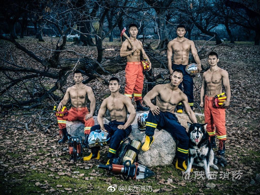 Chỉ là ảnh lịch thôi mà các chàng lính cứu hỏa đã khiến chị em đổ rần rần vì quá nóng bỏng - Ảnh 16.