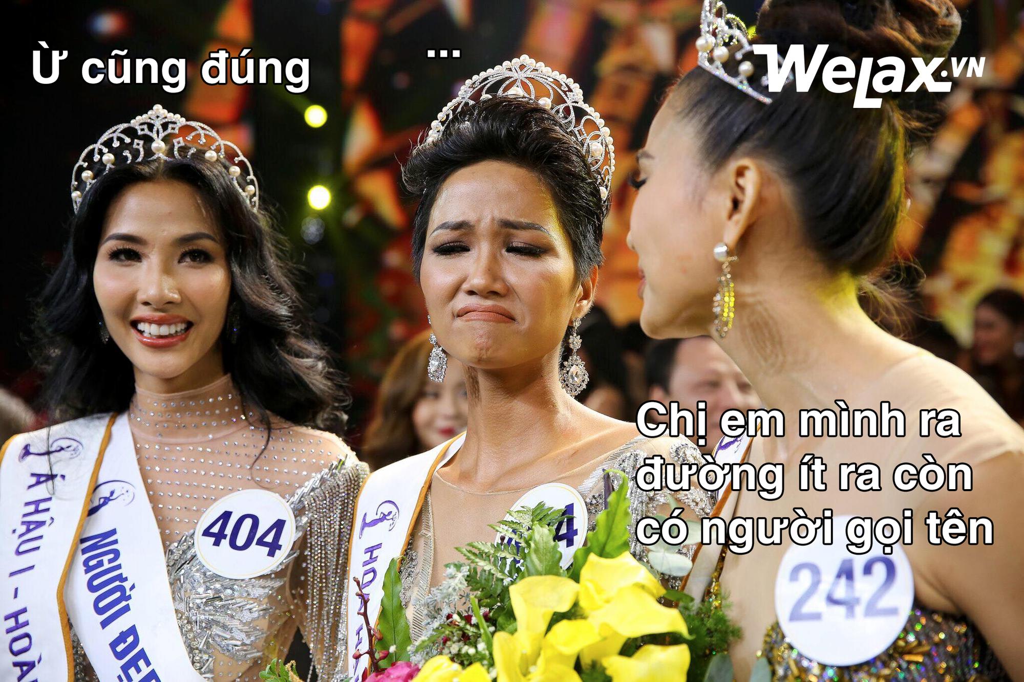 """Biểu cảm lúc đăng quang không rõ """"cười hay mếu"""" của Tân hoa hậu Hoàn vũ H'Hen Niê lại thành nguồn chế ảnh bất tận! - Ảnh 13."""
