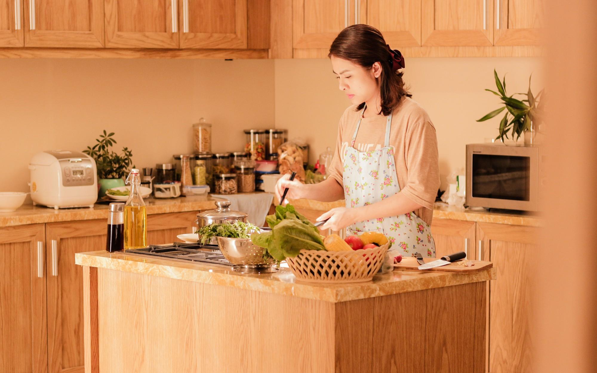 Phụ nữ thời đại: Chốn công sở và góc bếp, nơi nào vất vả hơn? - Ảnh 6.