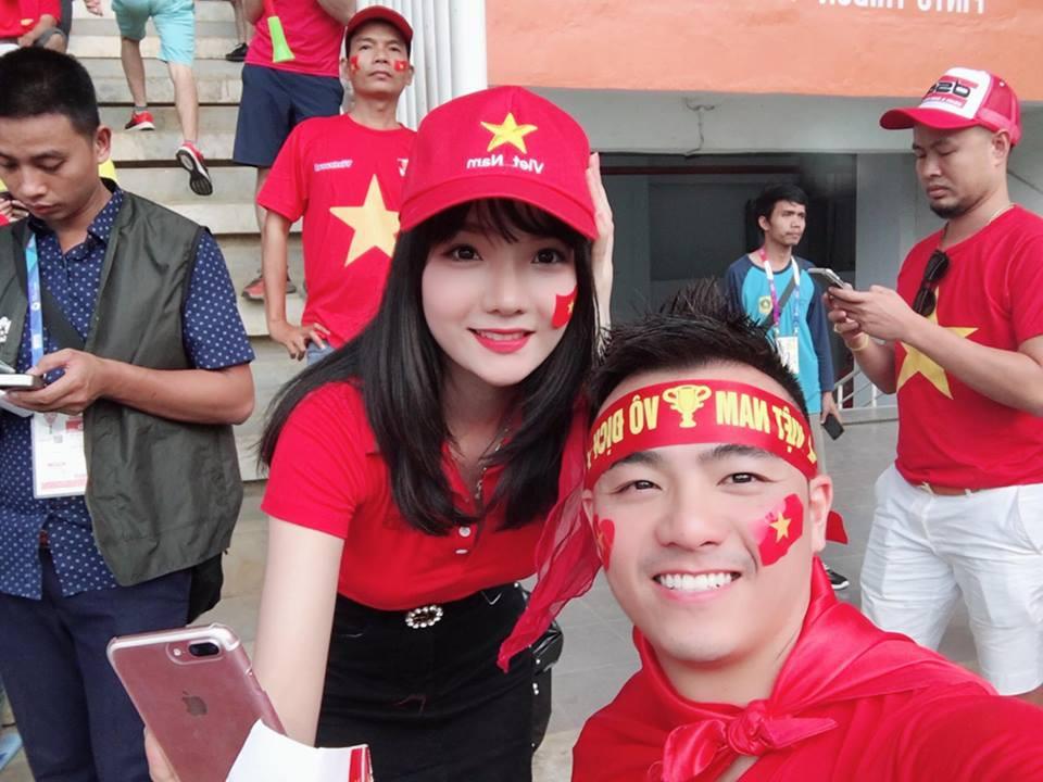 Đã tìm ra info của nàng CĐV Việt Nam xinh đẹp xuất hiện trên truyền hình Hàn Quốc - Ảnh 4.