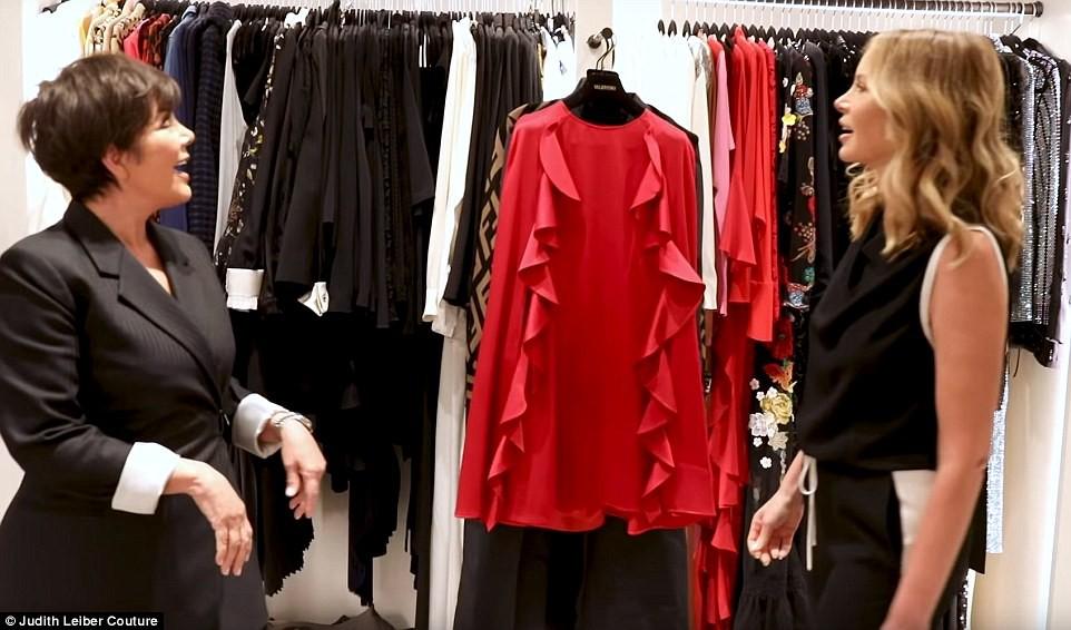 Tủ đồ của mẹ trùm Kris Jenner chẳng kém Kendall - Kylie hay Kim: riêng Hermes Birkin có 22 chiếc, áo quần chất đống đủ để mở store - Ảnh 2.