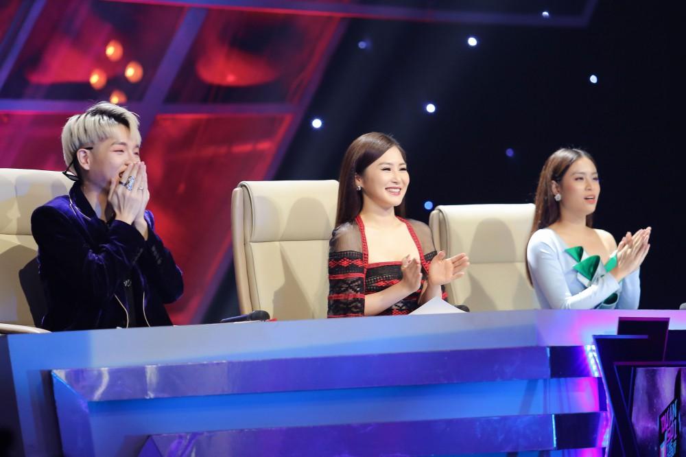 The Debut: Cô bé bị ném đá nhiều nhất chương trình tỏa sáng với hit Chi Pu - Ảnh 1.