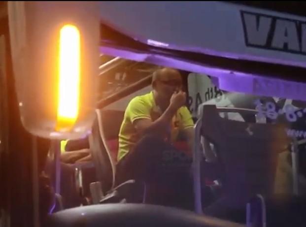 HLV Park Hang Seo khóc sụt sùi trên xe bus sau thất bại của Olympic Việt Nam - Ảnh 3.
