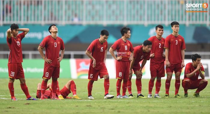 Khoảnh khắc xúc động: Đội trưởng Văn Quyết chắp tay cầu nguyện cho các đồng đội - Ảnh 5.