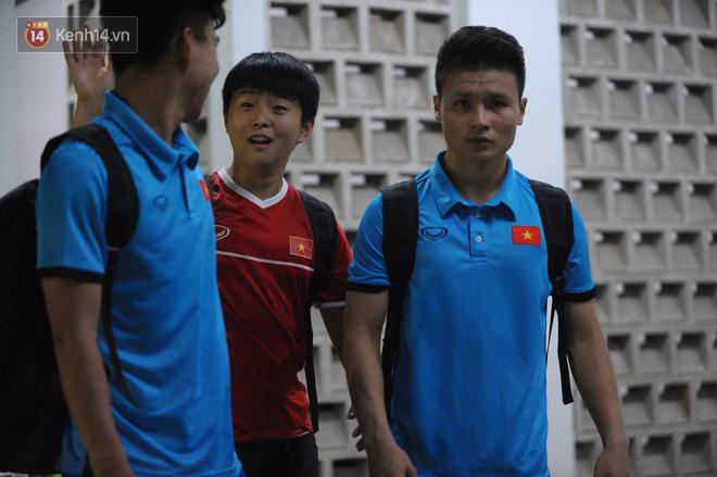 Chàng trợ lý tiếng Anh có gương mặt bầu bĩnh luôn theo sát HLV Park Hang Seo và Olympic Việt Nam là ai? - Ảnh 12.