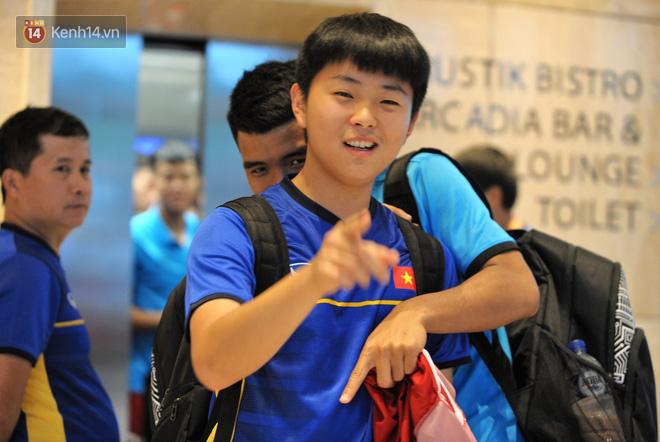 Chàng trợ lý tiếng Anh có gương mặt bầu bĩnh luôn theo sát HLV Park Hang Seo và Olympic Việt Nam là ai? - Ảnh 10.