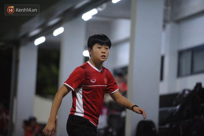 Chàng trợ lý tiếng Anh có gương mặt bầu bĩnh luôn theo sát HLV Park Hang Seo và Olympic Việt Nam là ai? - Ảnh 7.