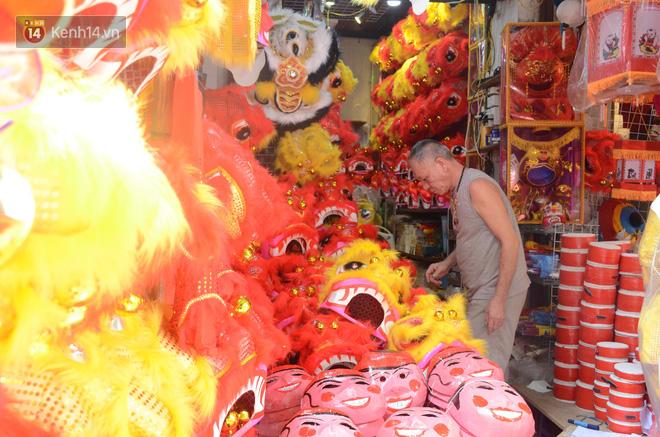 Phố Hàng Mã rục rịch mùa Trung thu: Hàng Trung Quốc vắng bóng, lồng đèn truyền thống lên ngôi - Ảnh 4.