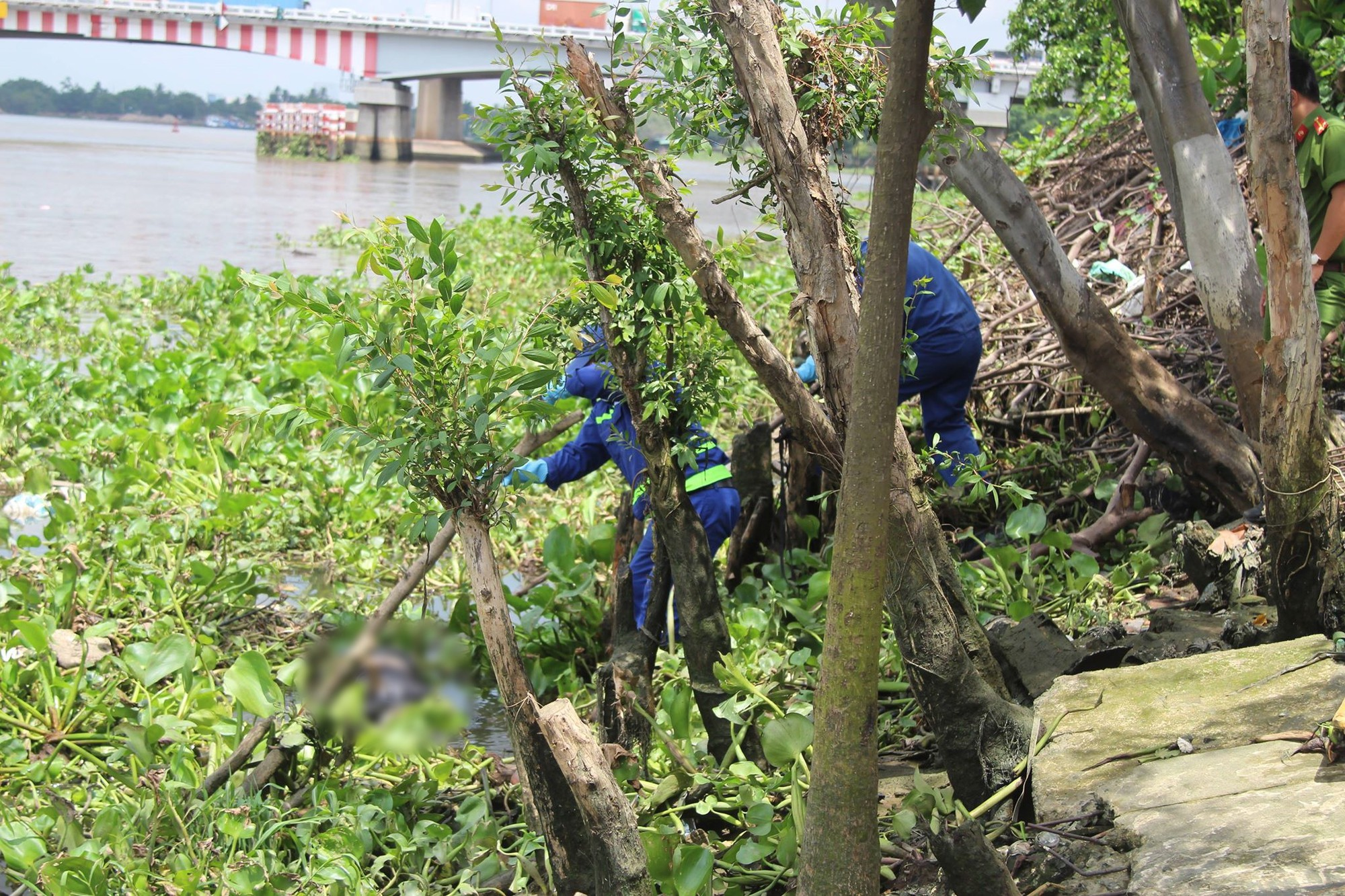 Phát hiện thi thể người đàn ông trôi trên sông Sài Gòn - Ảnh 2.