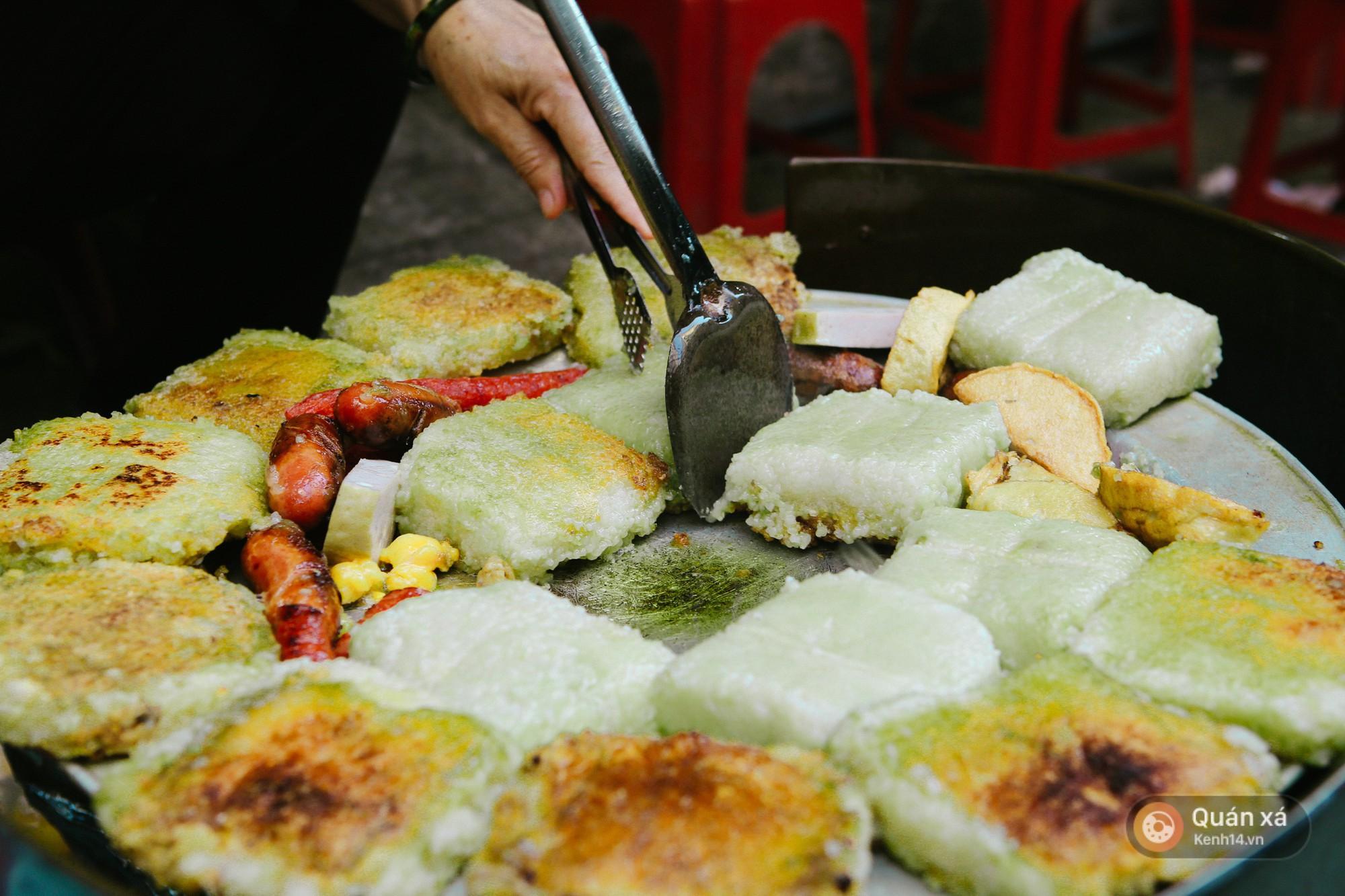 Đâu chỉ là món ăn trong bữa cơm gia đình, chả cốm giờ còn là loại topping xịn sò ăn kèm với loạt món khác ở Hà Nội - Ảnh 6.