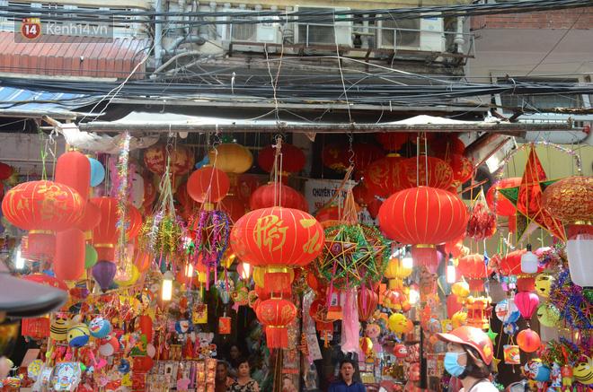 Phố Hàng Mã rục rịch mùa Trung thu: Hàng Trung Quốc vắng bóng, lồng đèn truyền thống lên ngôi - Ảnh 5.