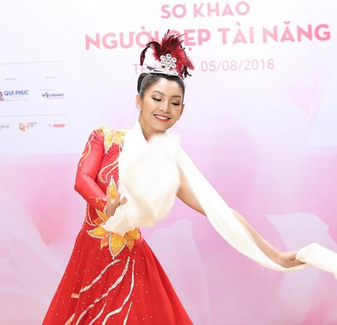Những điều thú vị của dàn thí sinh lọt vào chung kết Hoa hậu Việt Nam 2018: Người eo nhỏ hơn cả Ngọc Trinh, người đỗ thạc sĩ tại Anh - Ảnh 23.