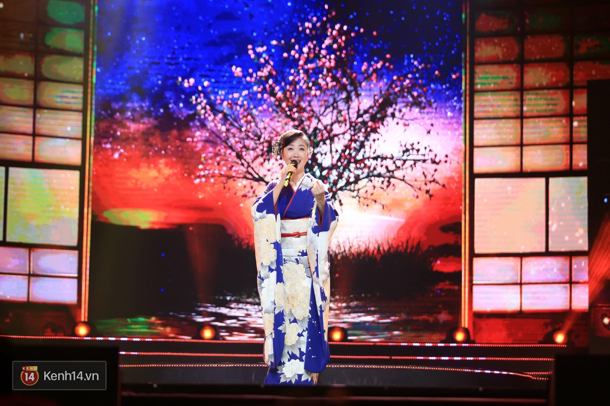 Clip: Đông Nhi và hiện tượng âm nhạc thế giới Bút dứa - Táo bút đốt cháy sân khấu bằng loạt hit đình đám - Ảnh 16.