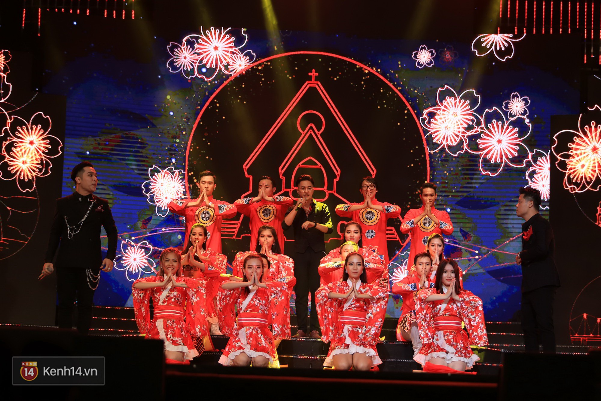 Clip: Đông Nhi và hiện tượng âm nhạc thế giới Bút dứa - Táo bút đốt cháy sân khấu bằng loạt hit đình đám - Ảnh 20.