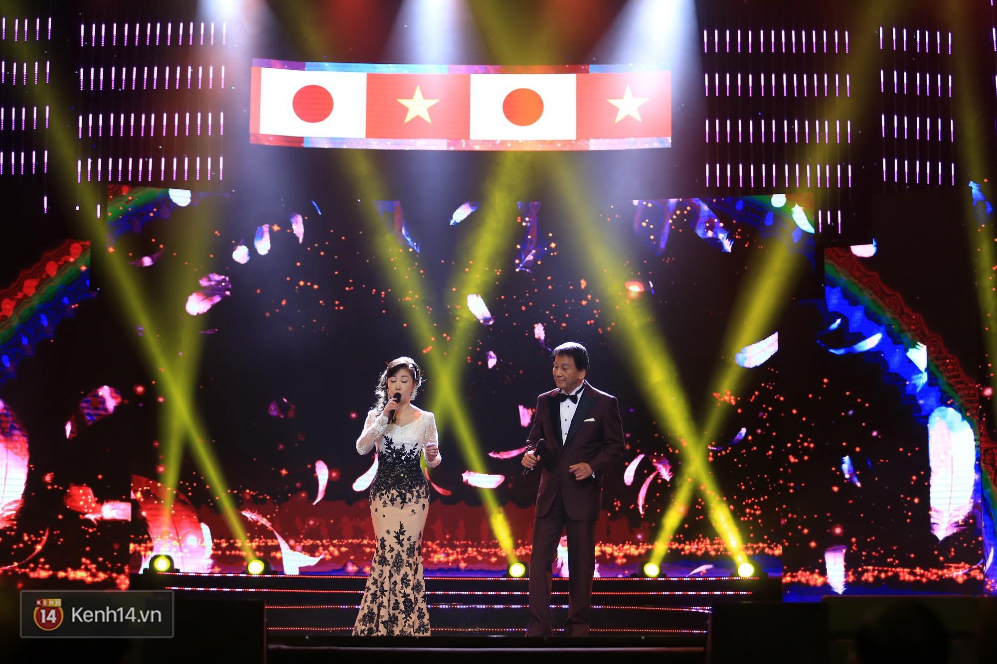 Clip: Đông Nhi và hiện tượng âm nhạc thế giới Bút dứa - Táo bút đốt cháy sân khấu bằng loạt hit đình đám - Ảnh 17.