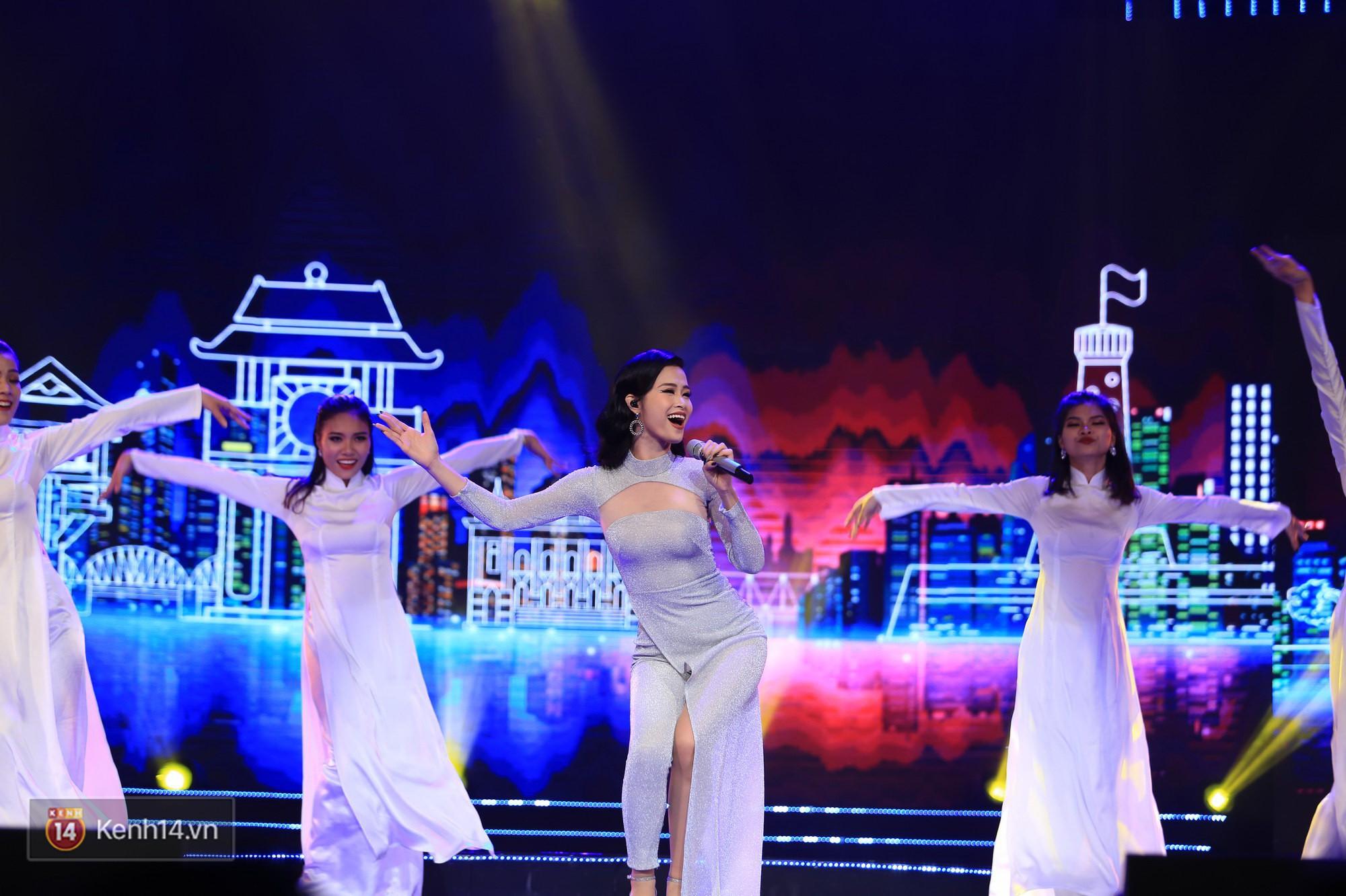 Clip: Đông Nhi và hiện tượng âm nhạc thế giới Bút dứa - Táo bút đốt cháy sân khấu bằng loạt hit đình đám - Ảnh 1.