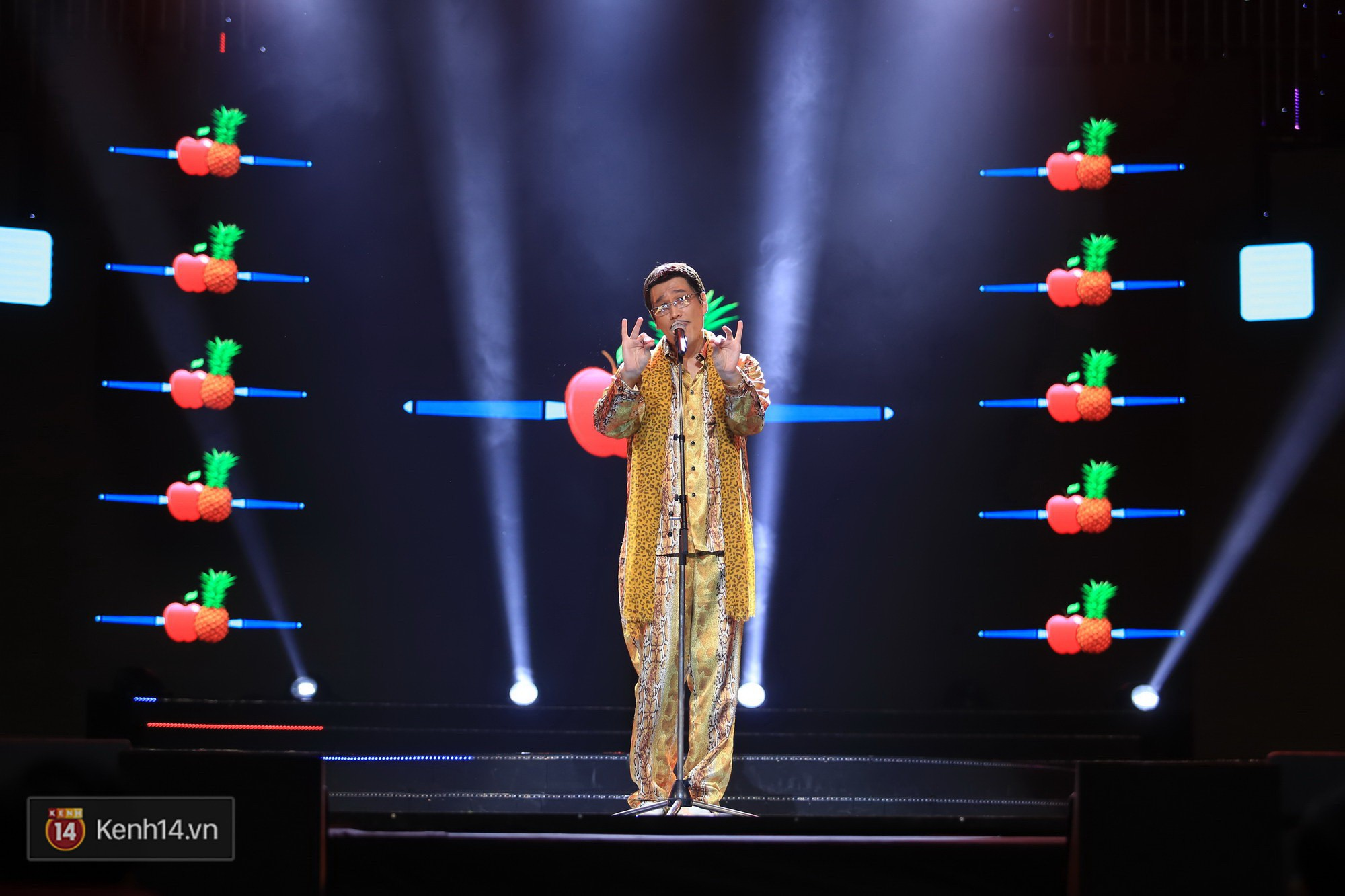 Clip: Đông Nhi và hiện tượng âm nhạc thế giới Bút dứa - Táo bút đốt cháy sân khấu bằng loạt hit đình đám - Ảnh 8.