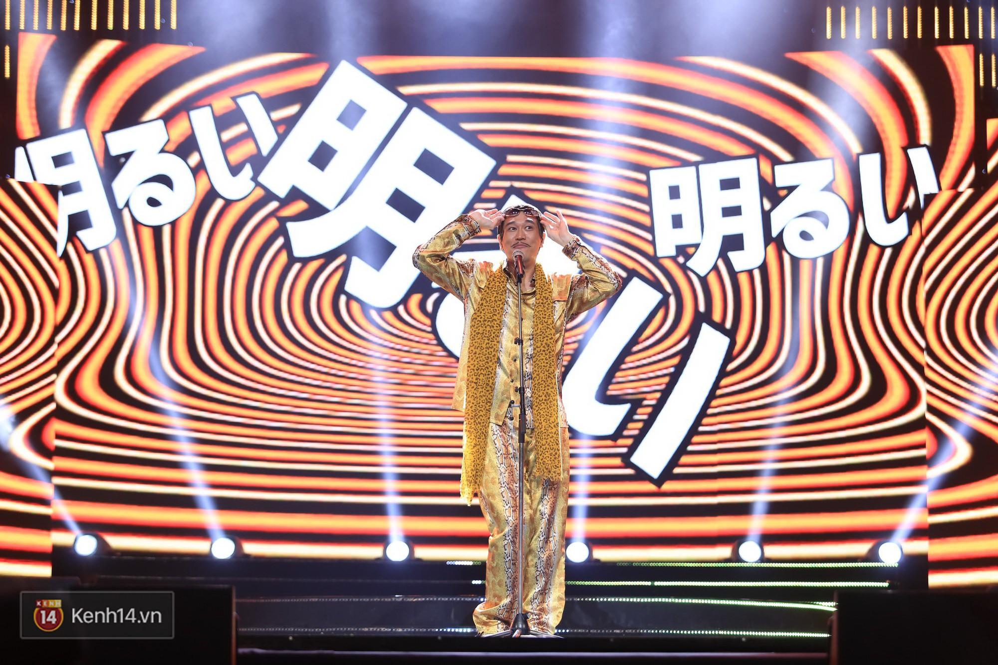 Clip: Đông Nhi và hiện tượng âm nhạc thế giới Bút dứa - Táo bút đốt cháy sân khấu bằng loạt hit đình đám - Ảnh 6.