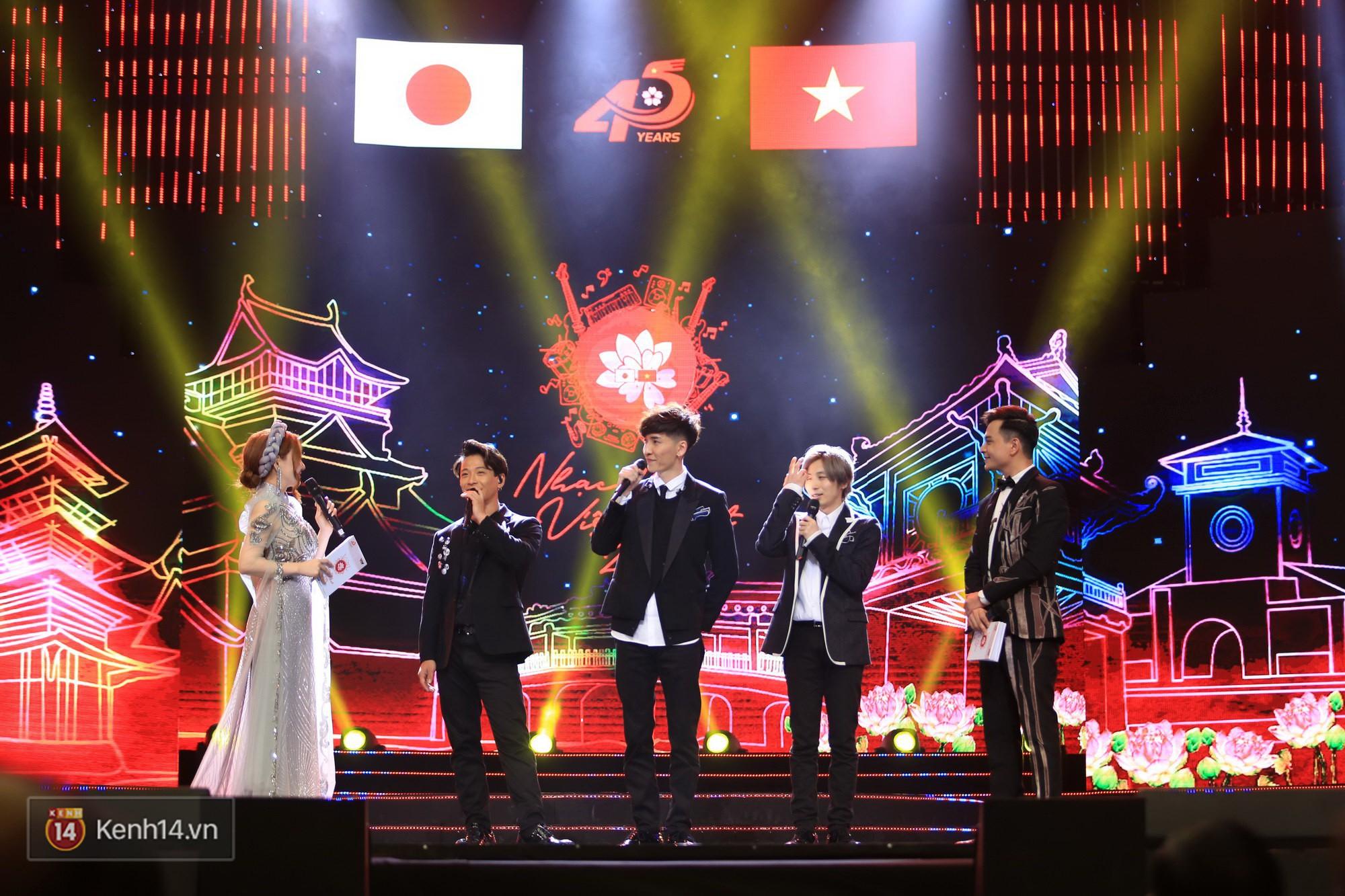 Clip: Đông Nhi và hiện tượng âm nhạc thế giới Bút dứa - Táo bút đốt cháy sân khấu bằng loạt hit đình đám - Ảnh 14.